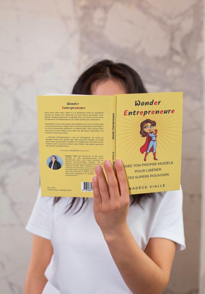 Wonder Entrepreneure crée ton propre modèle pour libérer tes supers pouvoirs auteure Nadege Vialle